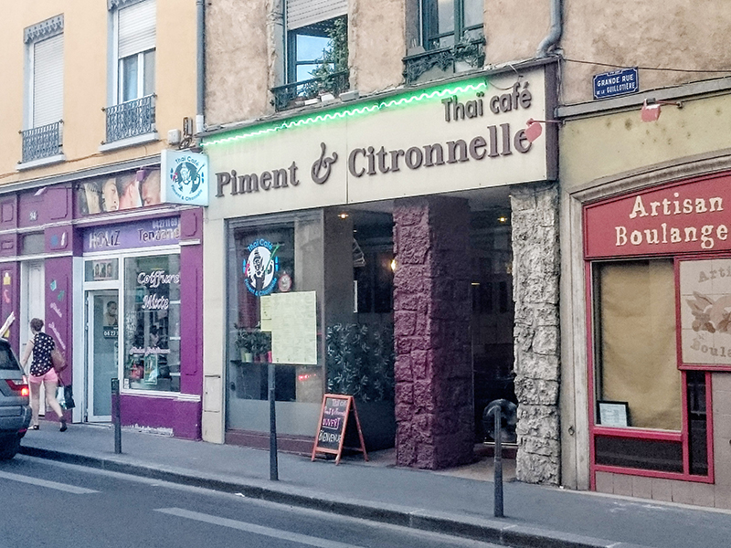 Piment & Citronnelle | Wok aux noix decajoux